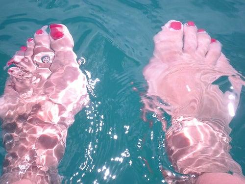 bain de pieds contre la pharyngite