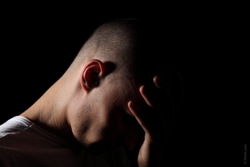 Deux symptômes de cette maladie sont le stress et la difficulté à se concentrer.