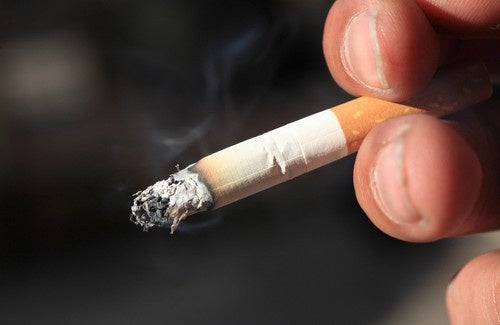 La dépendance de nicotine du livre
