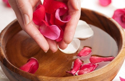 L'eau de rose : préparation et merveilleux bienfaits