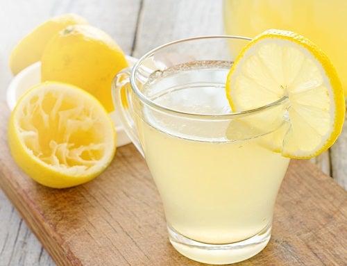 Citron pour des cheveux brillants.