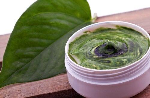 Remèdes naturels pour soigner les peaux matures