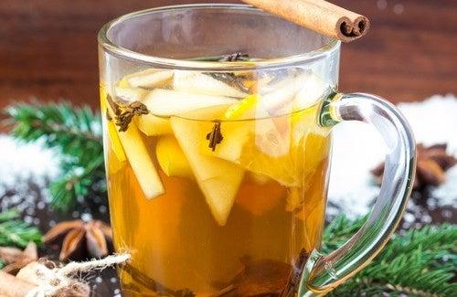 Thé médicinal à base de pomme, d'anis, de cannelle et de clou de girofle