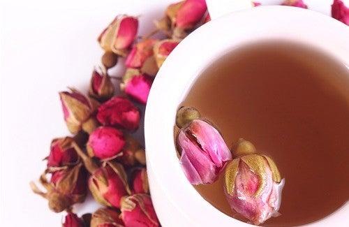 Le thé à la rose : la recette et ses incroyables bienfaits