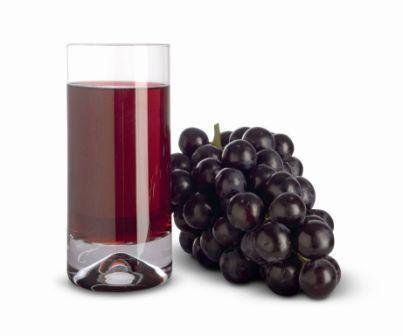 grappe de raisin noir et jus de raisin