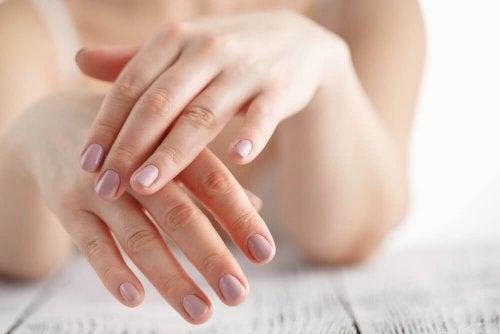 Les douleurs aux mains peuvent indiquer une arthrose