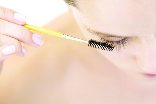 Maquillage pour de beaux cils.