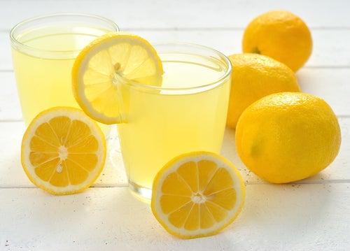 organisme et citron.