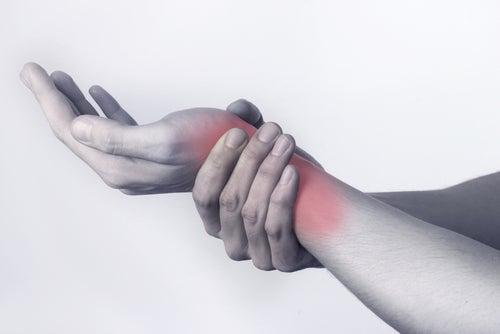 L'arthrite peut se traduire par des douleurs chroniques.