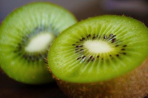 Boissons vertes : excellentes pour brûler les graisses :kiwi, épinard, laitue