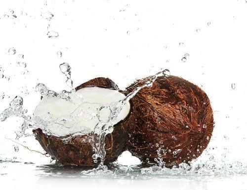 La consommation d'eau de coco est excellente pour la santé.