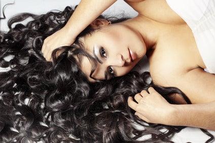 Vous pouvez vous teindre les cheveux en noir naturellement.