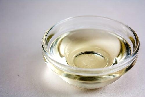 L'huile de coco pour hydrater les cheveux.