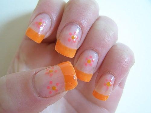 Faux ongles pour ne pas se ronger les ongles.