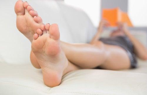 Des remèdes maison pour éviter de transpirer des pieds