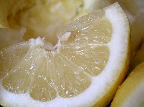 Du jus de citron pour les robinets.
