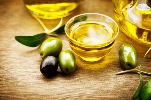L'huile d'olive aide à faire pousser les cils