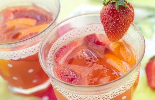 Essayez l'eau à la fraise pour détoxifier votre organisme !