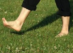 marcher-pieds-nus-500x325