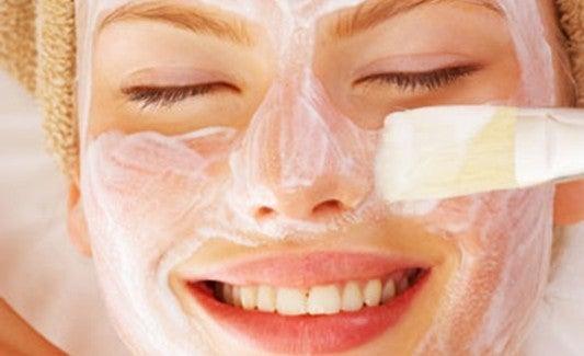 Le masque de la vitamine et et e pour la peau autour des yeux