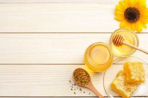 Le miel est une solution pour resserrer les pores dilatés