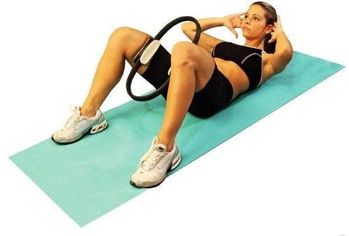 exercices de Pilates pour affiner la taille : l'arc