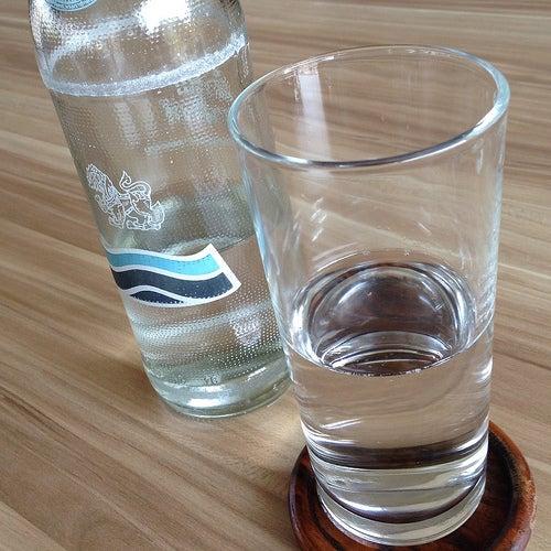 Des aliments riches en calcium : eau minérale