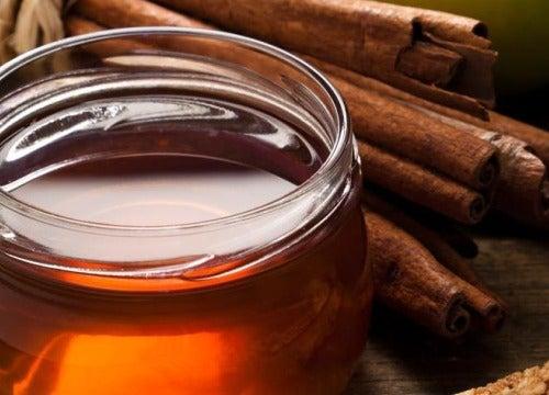 Le miel est efficace contre les crevasses.