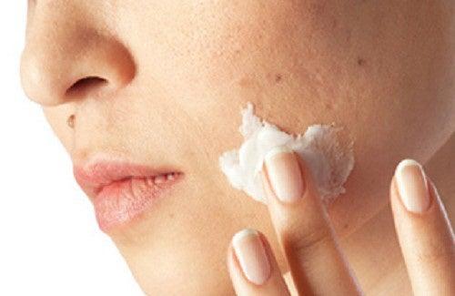Nettoyez les impuretés de votre peau en un mois