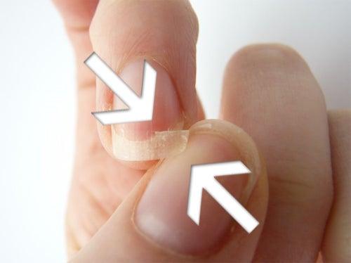 Manger du calcium aide à renforcer les ongles.