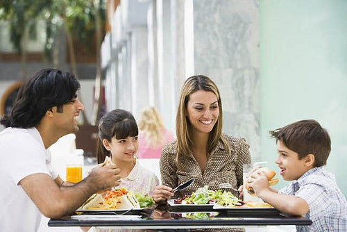 Les aliments pour faciliter la perte de poids : repas en famille