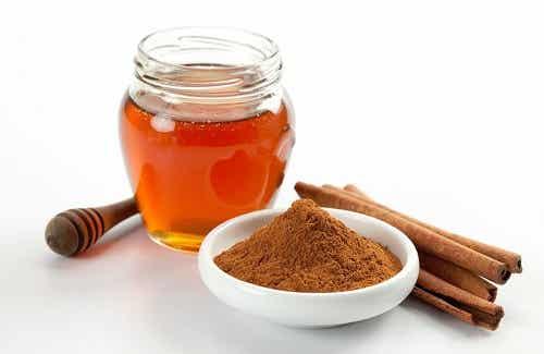 7 raisons de manger de la cannelle et du miel