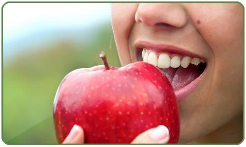La pomme contre la graisse abdominale.