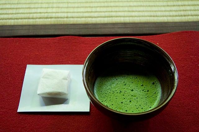 Remède au thé vert contre les boutons.