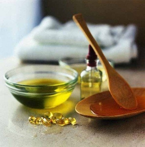 La vitamine-E aide à atténuer les rides du cou.