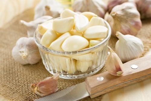L'ail est un bon allié pour les traitements contre les hémorroïdes.