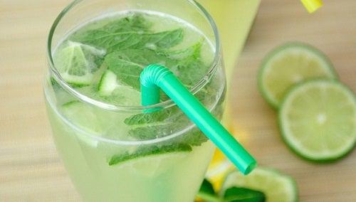 Les bienfaits de l'eau citronnée au quotidien