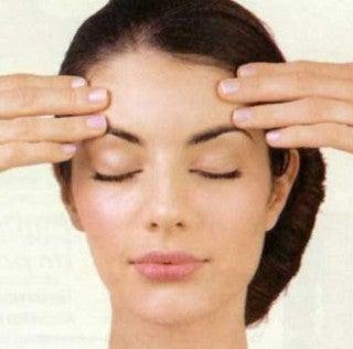 Exercices faciaux pour tonifier le visage et atténuer les rides