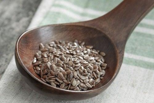 Les graines de lin aident à lutter contre les hémorroïdes.