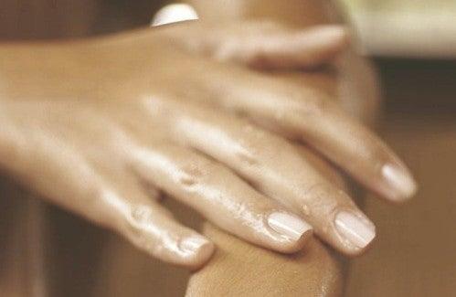 A quoi est due l'inflammation des doigts ?