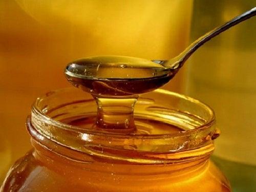 Comment traiter le zona naturellement avec du miel