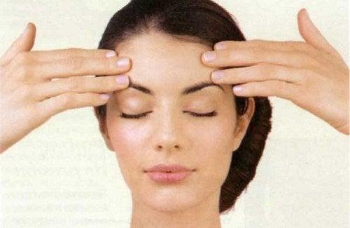 Exercices faciaux pour tonifier le visage