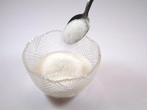 L'utilisation de bicarbonate de soude 2 fois par semaine peut aider à éliminer le tartre.