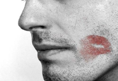8 signaux potentiels qu'un homme vous trompe