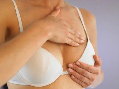 Les seins peuvent changer de taille.