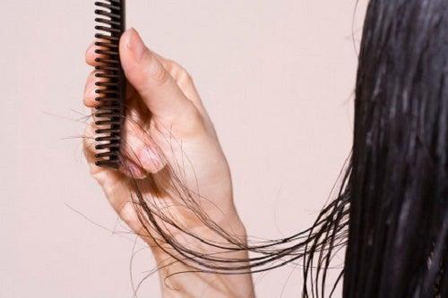 5 conseils pour prévenir la chute des cheveux
