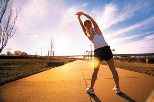Exercice matinal parmi les bonnes habitudes du matin