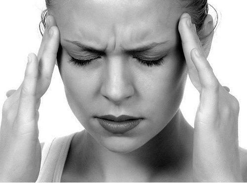 Stress et l'acné sur le front