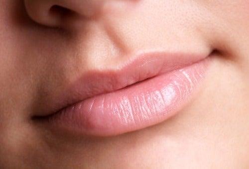 Des astuces pour donner du volume à vos lèvres