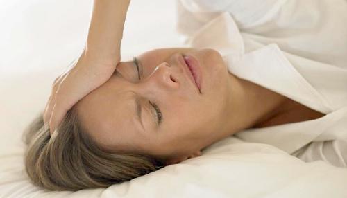 Remèdes naturels contre les sueurs liées à la ménopause